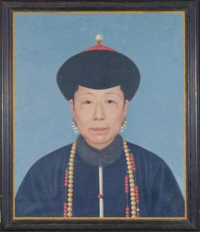 故宫博物院藏清人绘《孝圣宪皇后(崇庆皇太后)》半身像。
