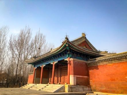 阿哥园寝的大门,单檐歇山布瓦顶。